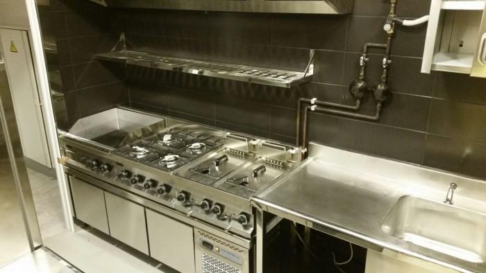 Cocina industrial en un Salón de Juegos. Realizado por Frio Cruces Barakaldo (Bizkaia-Vizcaya)